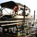 Boot auf Schlitten an der Rampe (oben)