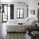 Zimmer in der Pousada mit Bett und Blick auf den Balkon